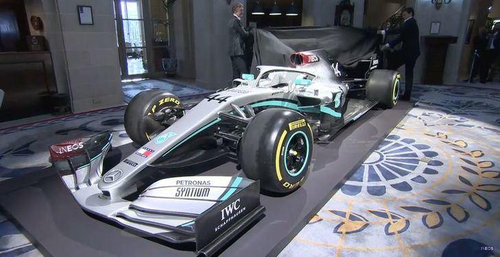 Mercedes presenta a Ineos