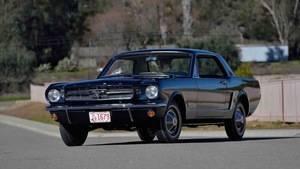 El primer Ford Mustang con techo rígido