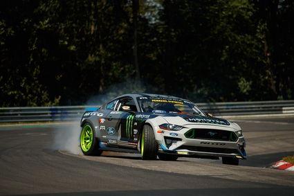 Un Mustang RTR de 900 CV recorre el viejo Nurburgring haciendo 'drift'(Derrapaje)
