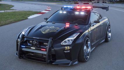Nissan GT-R Police Car...ni te plantees la huida