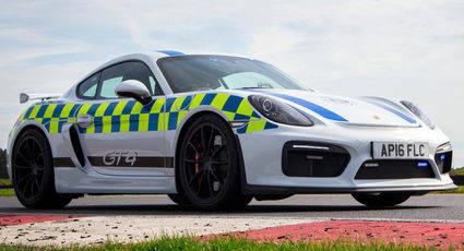 La policía de Reino Unido recibe un Porsche Cayman GT4