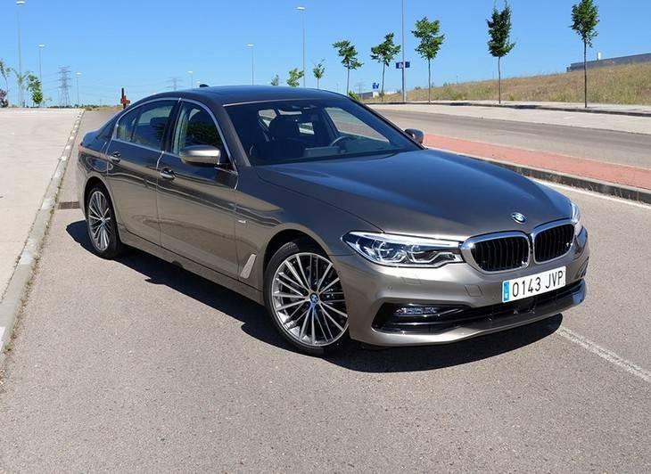 Probamos el nuevo BMW Serie 5, el coche que se conduce desde el mando