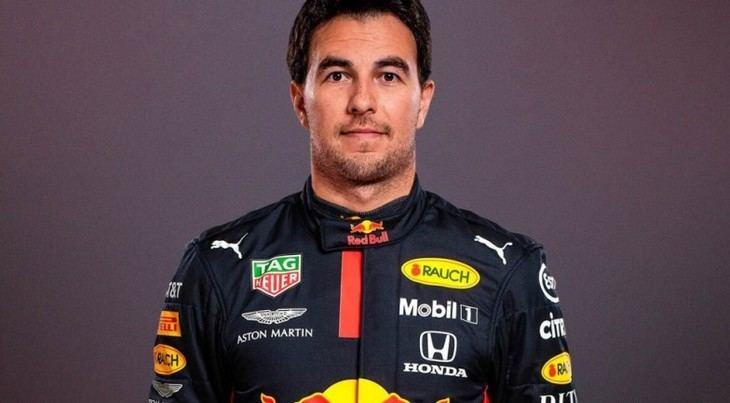 Checo Pérez firma con Red Bull
