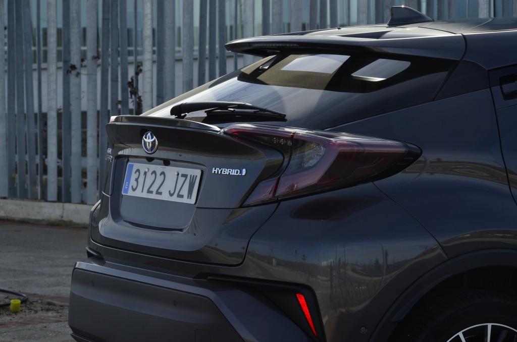 Toyota CH-R, la fórmula del éxito: SUV, híbrido y mucho diseño   Revista de coches,