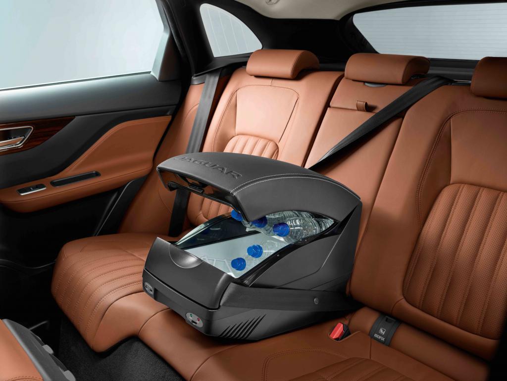 Jaguar Land Rover y su equipamiento para viajar  389a6267db75